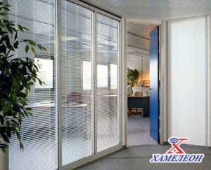 офисные перегородки прозрачные с жалюзи